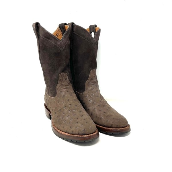 A picture of men's brown cowboy roper boots